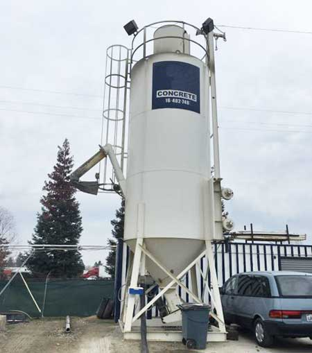 2002 Low Profile Cement Silo